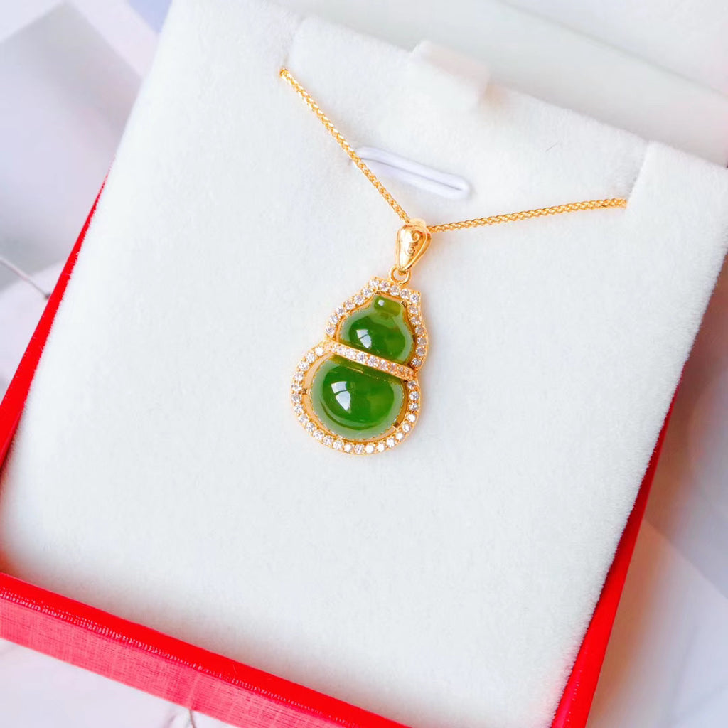 18k gold green jade guard necklace
