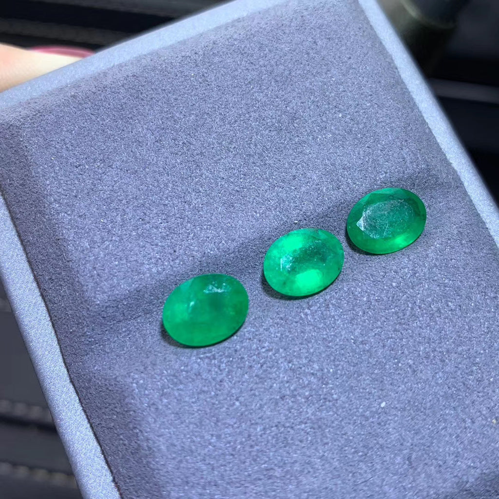 Natural emerald stone for jewelry making