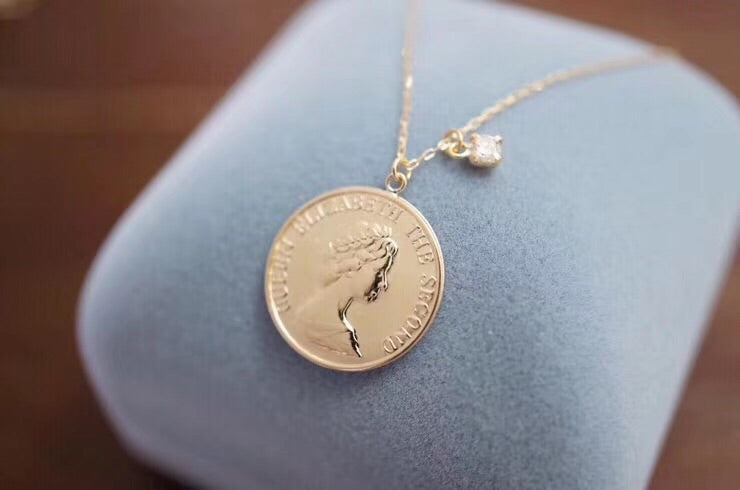 18k gold queen pendant necklace - Xingjewelry