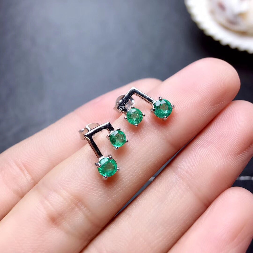 Natural emerald stone earring