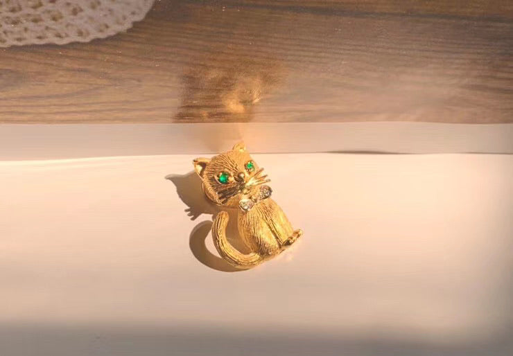 Solid gold emerald diamond bow tie handsome cat pendant