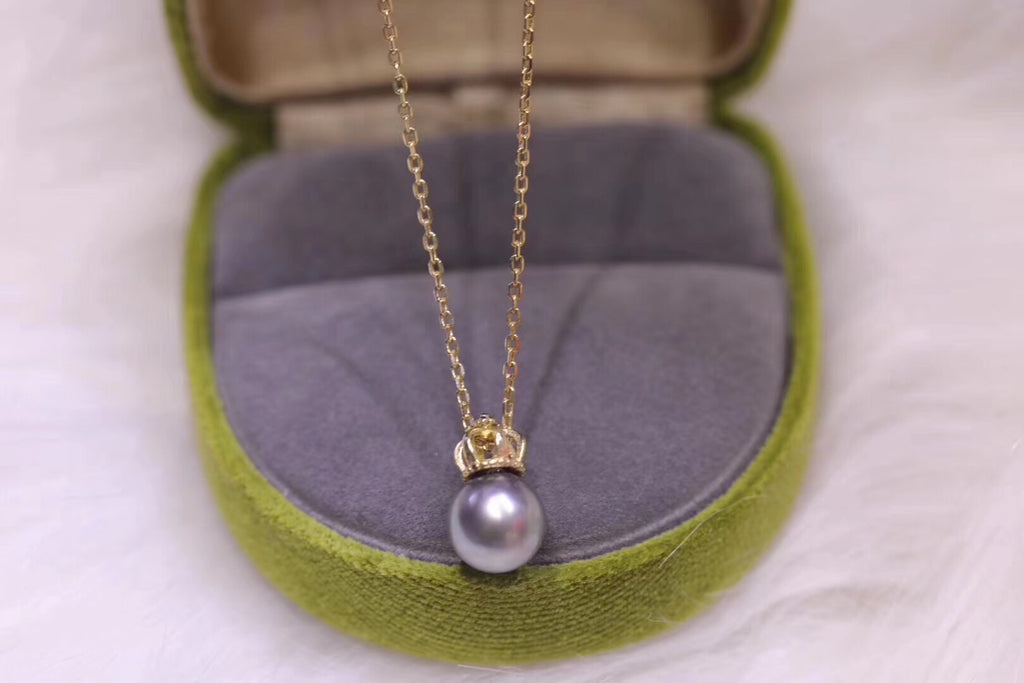18k gold Tahitian pearl crown pendant necklace