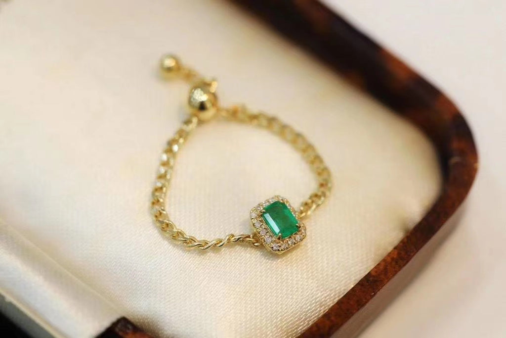Emerald stone gold ring