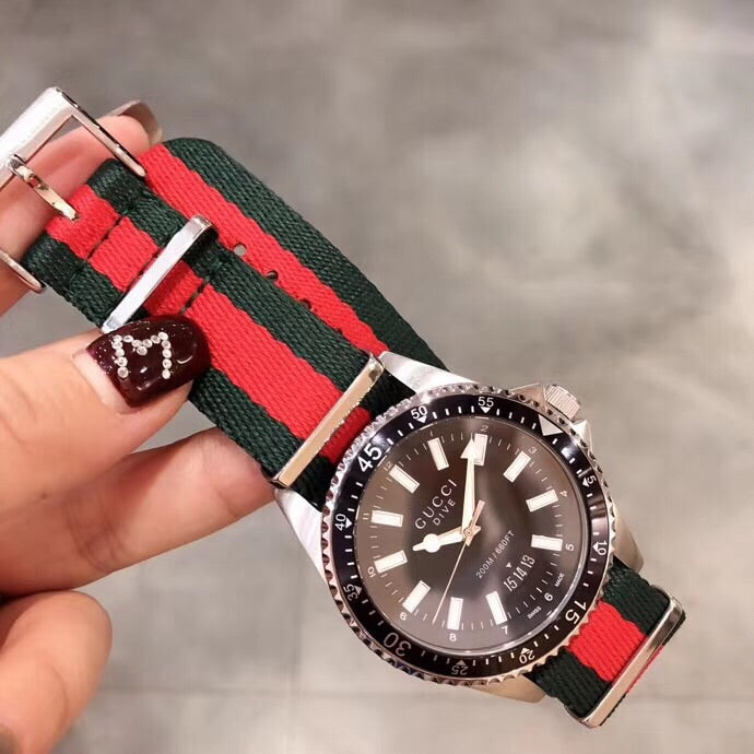 Gucci Dive nato nylon belt sports watch