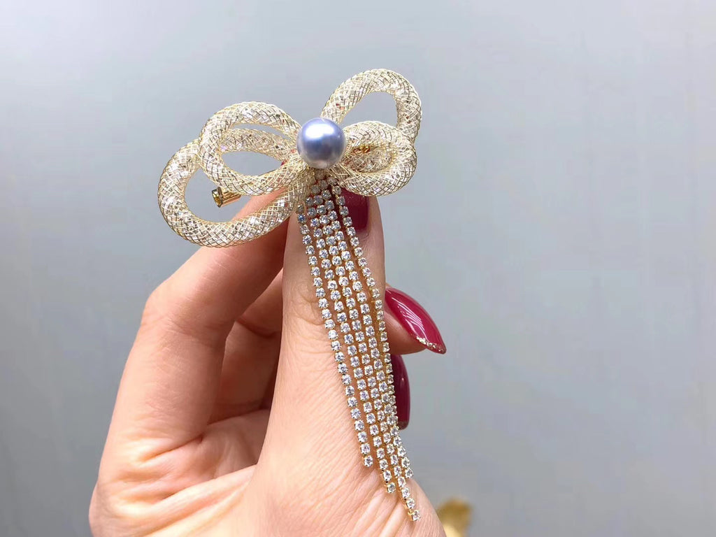 Fresh water akoya silk wire tassel brooch