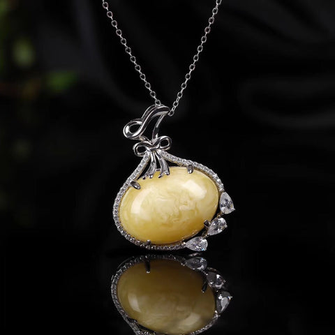 18k gold natural amber pendant necklace