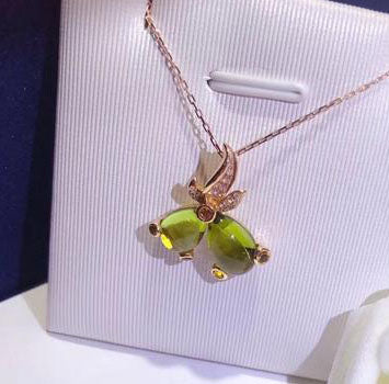 18k gold gold peridot fish pendant necklace - Xingjewelry