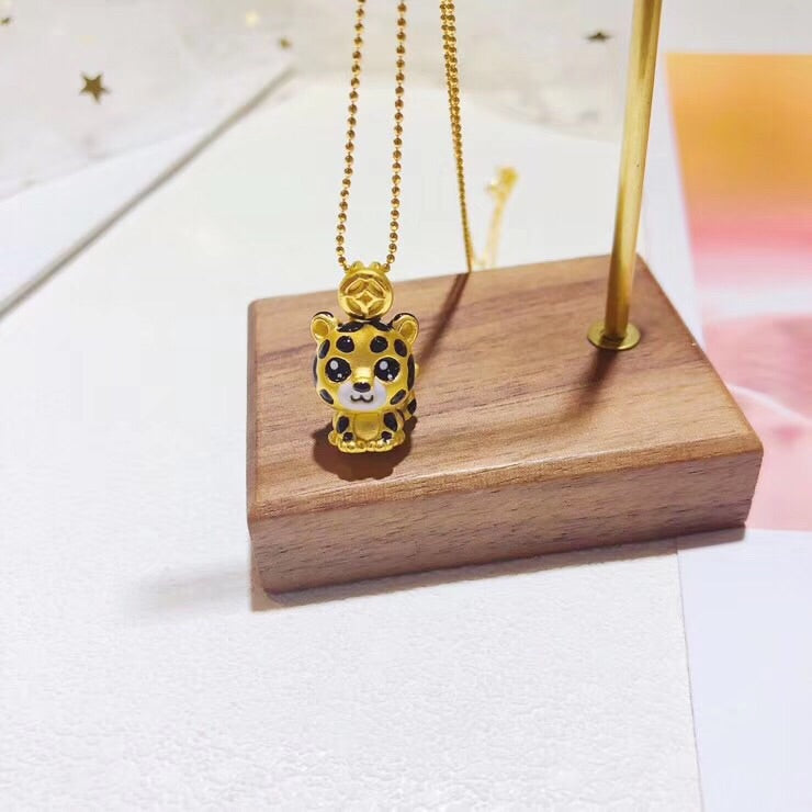 Solid gold leopad pendant necklace