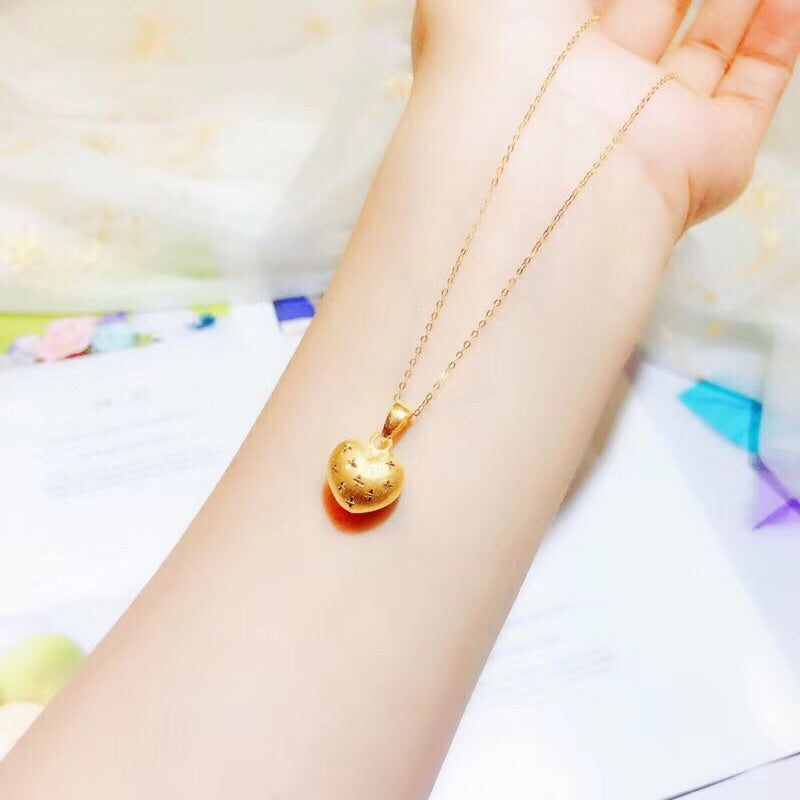 Gold elegant heart pendant necklace