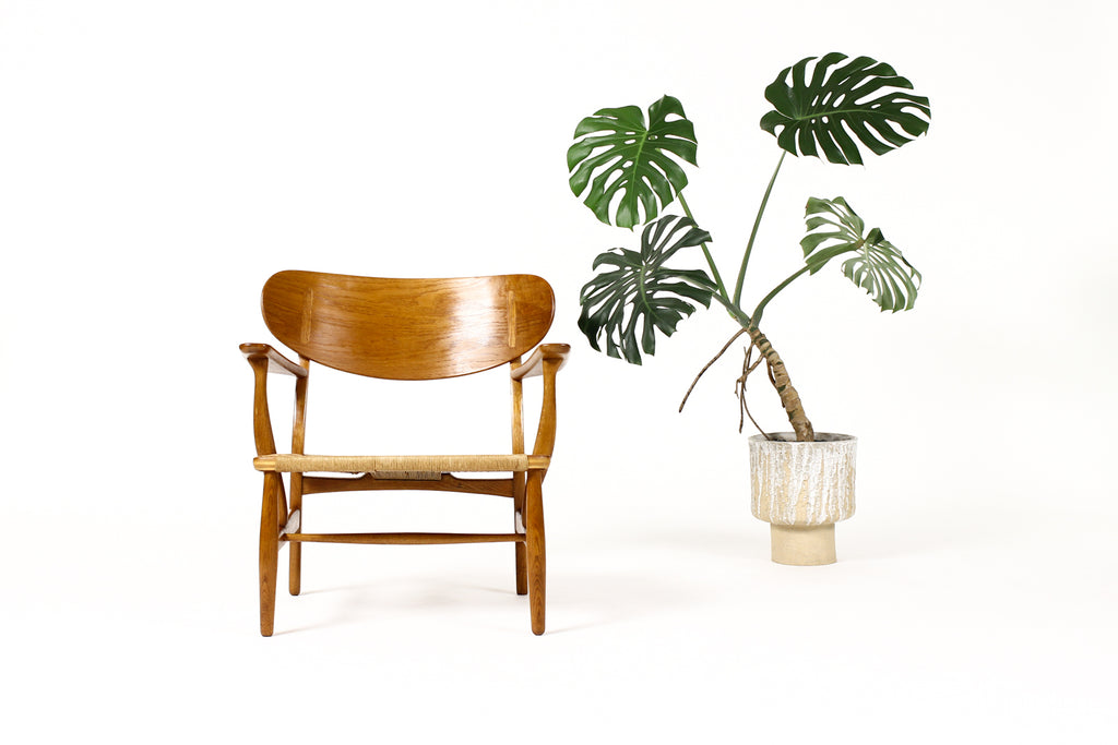 #1829 – Danish Modern / Mid Century Oak Lounge / Armchair – Hans Wegner for Carl Hansen — Model CH22 — A