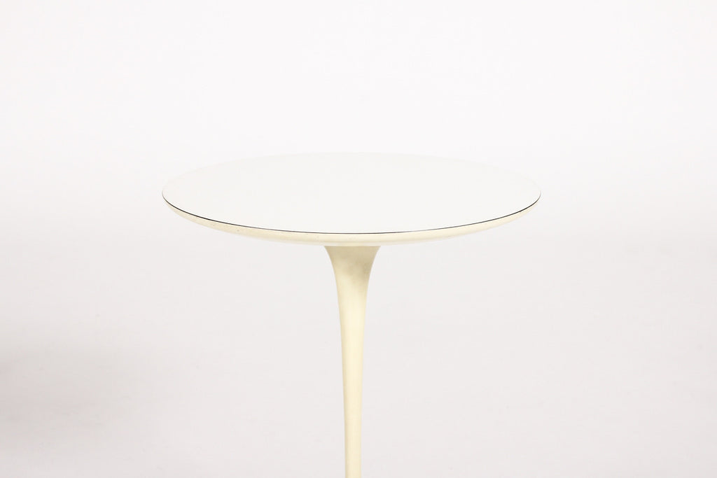 "#863 — Mid Century Modern Knoll International Tulip Side table by Eero Saarinen — Round 16"" Top"