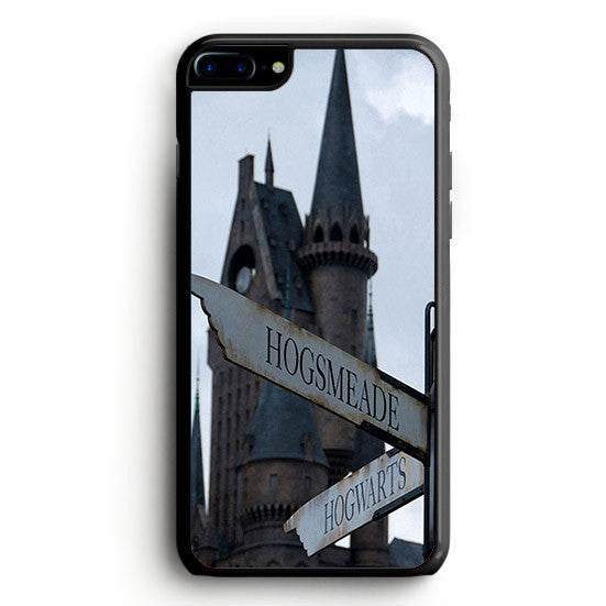 Harry Potter Hogsmeade or Hogwarts iPhone 7 | yukitacase.com