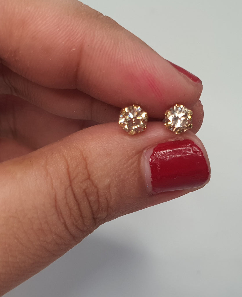 1 Carat Yellow Gold Stud Diamond Earrings