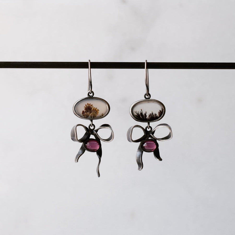 Dendritic Agate and garnet Little Bow Earrings