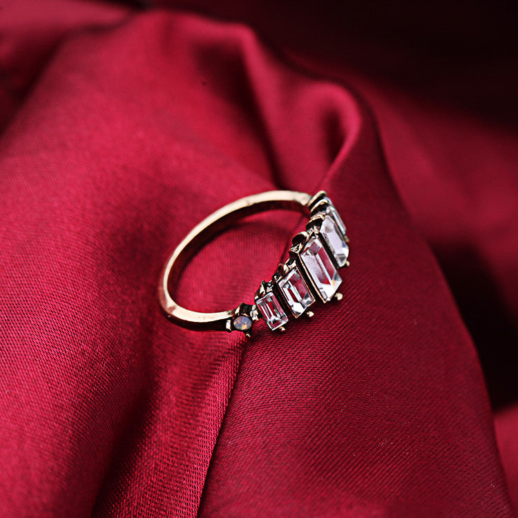 Regal Line Ring