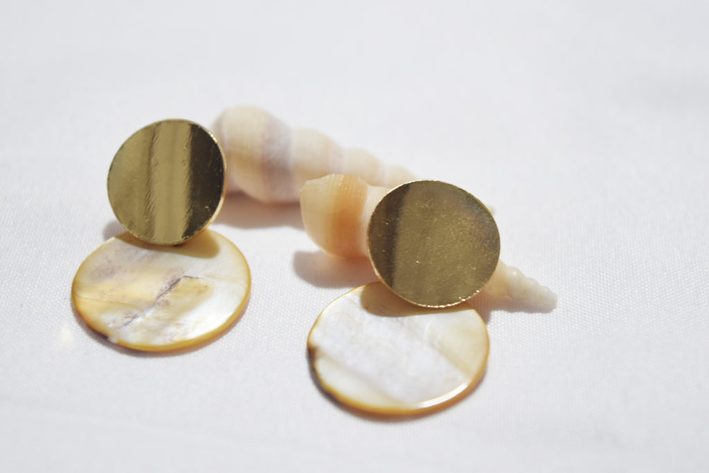 Qorsine Scallop Shell Disc Earrings