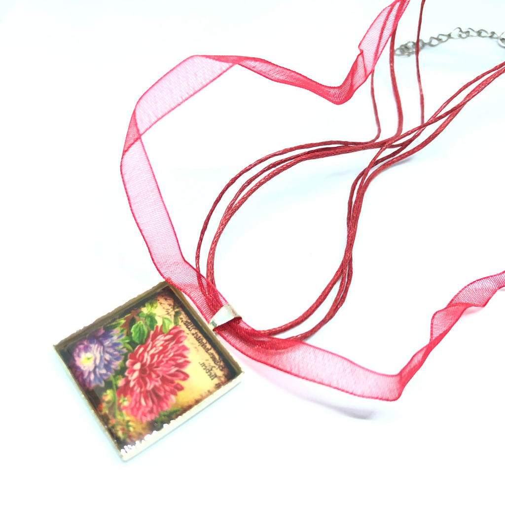 Fondara Design Resin Square Necklace