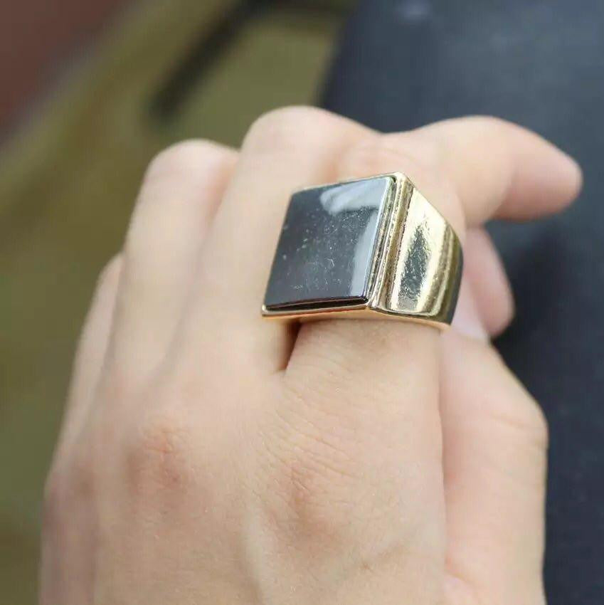 Arzan Square Signet Ring