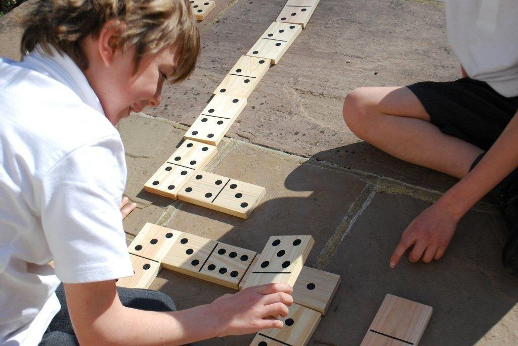 Wooden Dominoes - 28 Pieces - louisekool
