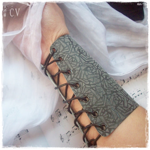 Drow Leather Arm Guard - Cosplay Accessories
