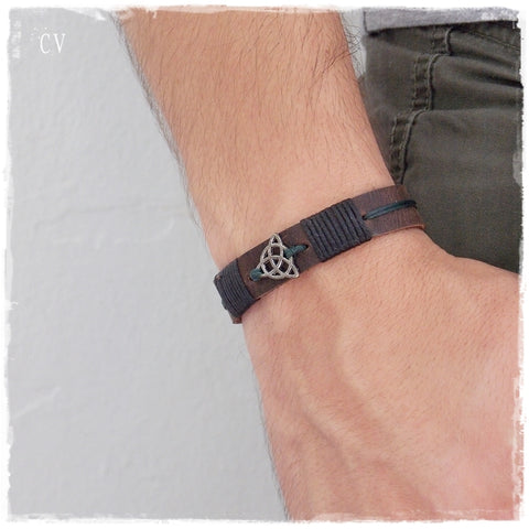 Triquetra Leather Bracelet * !!