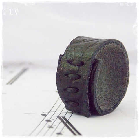 Gothic Corset Leather Ring ~