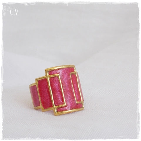 Geometric Cage Ring