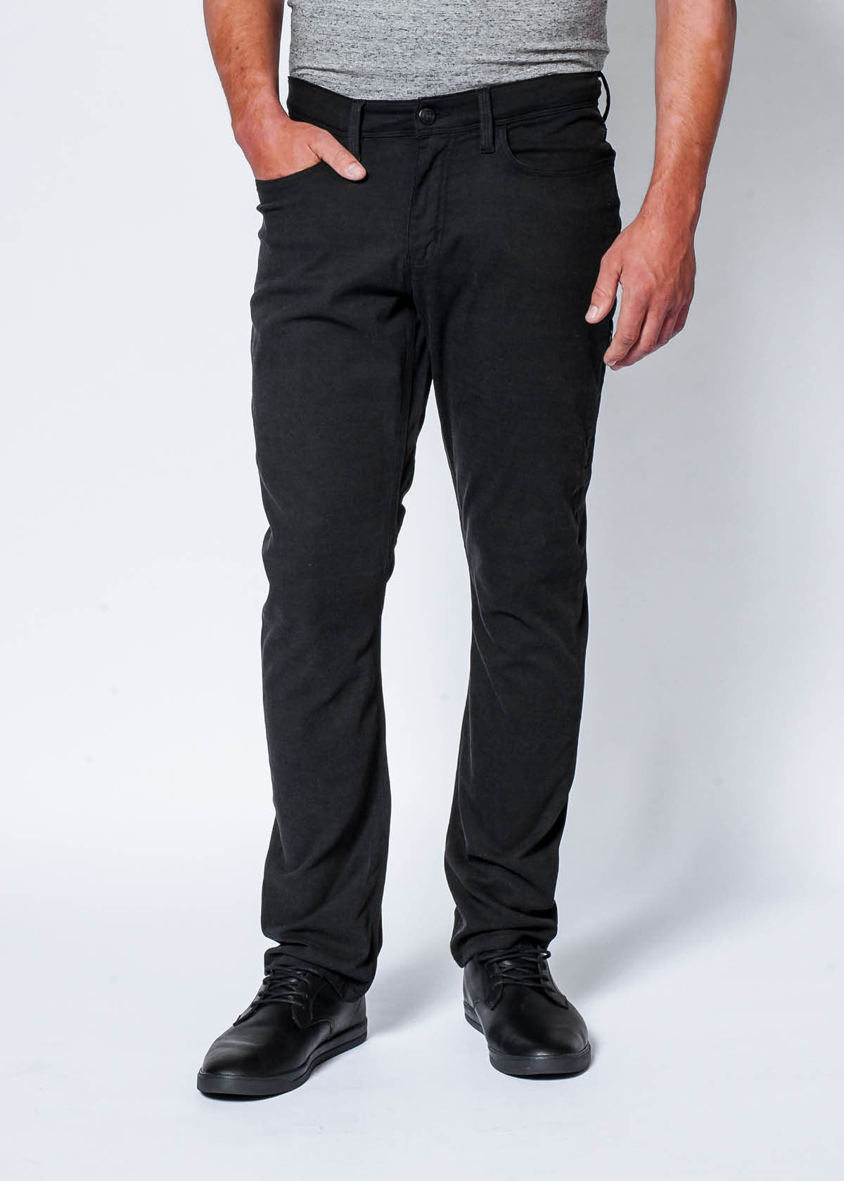 Live Lite AC Pant in Black by DUER