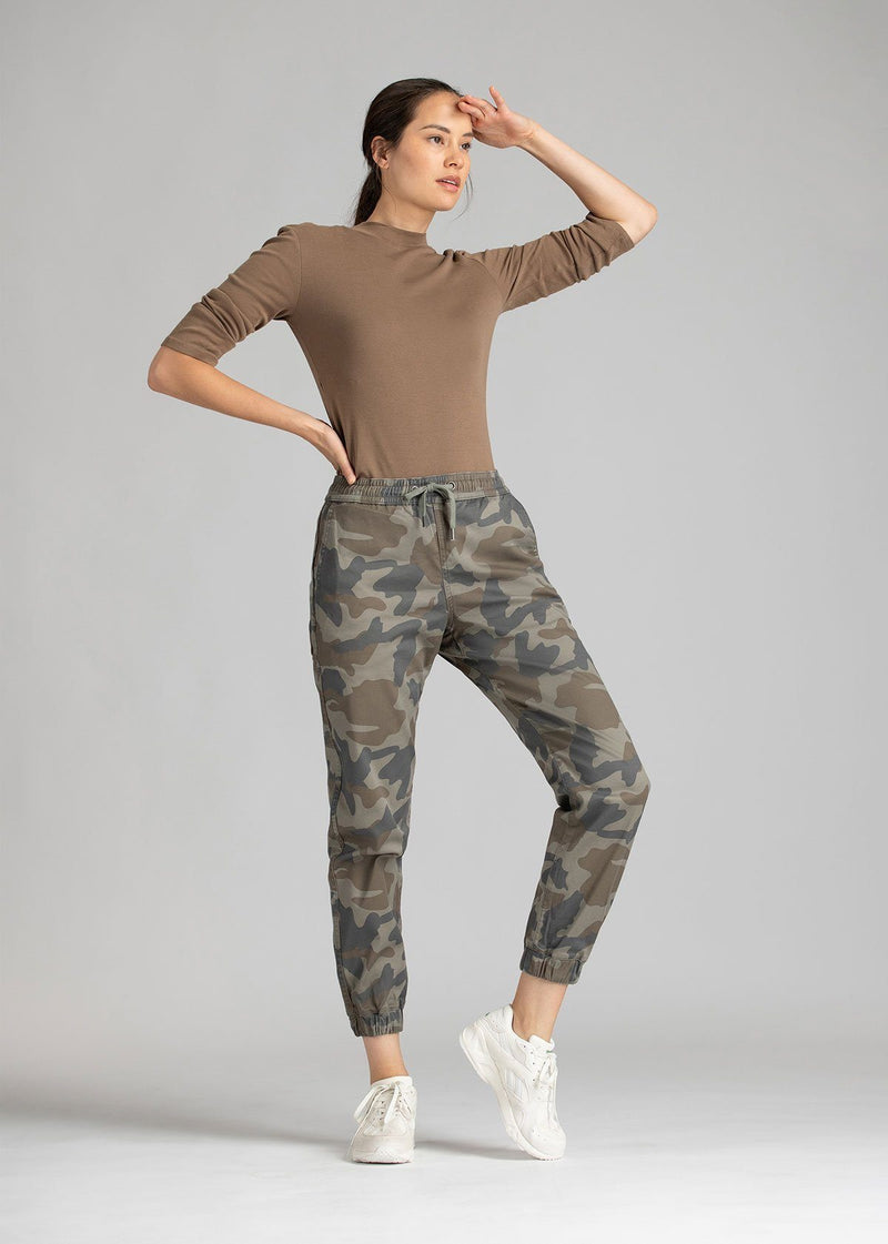Woman wearing camo coloured Athletic Jogger full body
