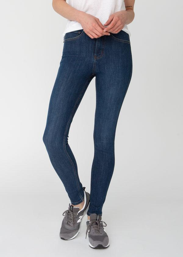 woman wearing high rise skinny fit blue stretch jeans front