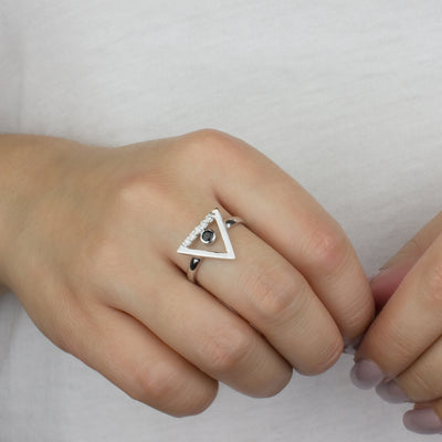 Triangulo: Black Spinel & Diamond