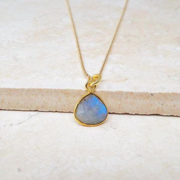 Dainty Labradorite Gemstone Necklace