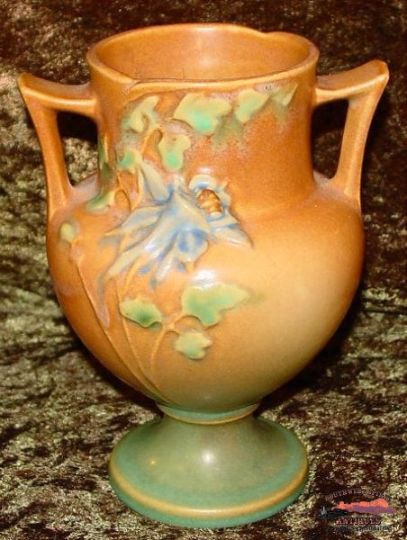 Circa 1940S Tan Columbine Roseville Vase Glassware-China-Silver