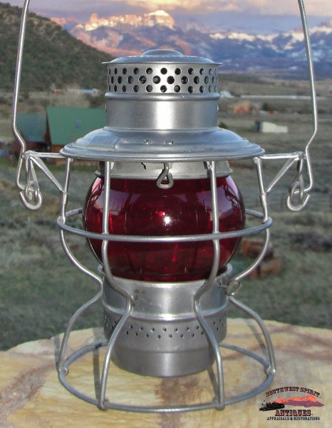 Colorado & Southern Railway Adlake 250 Lantern With Red Corning Short Globe Railroadiana