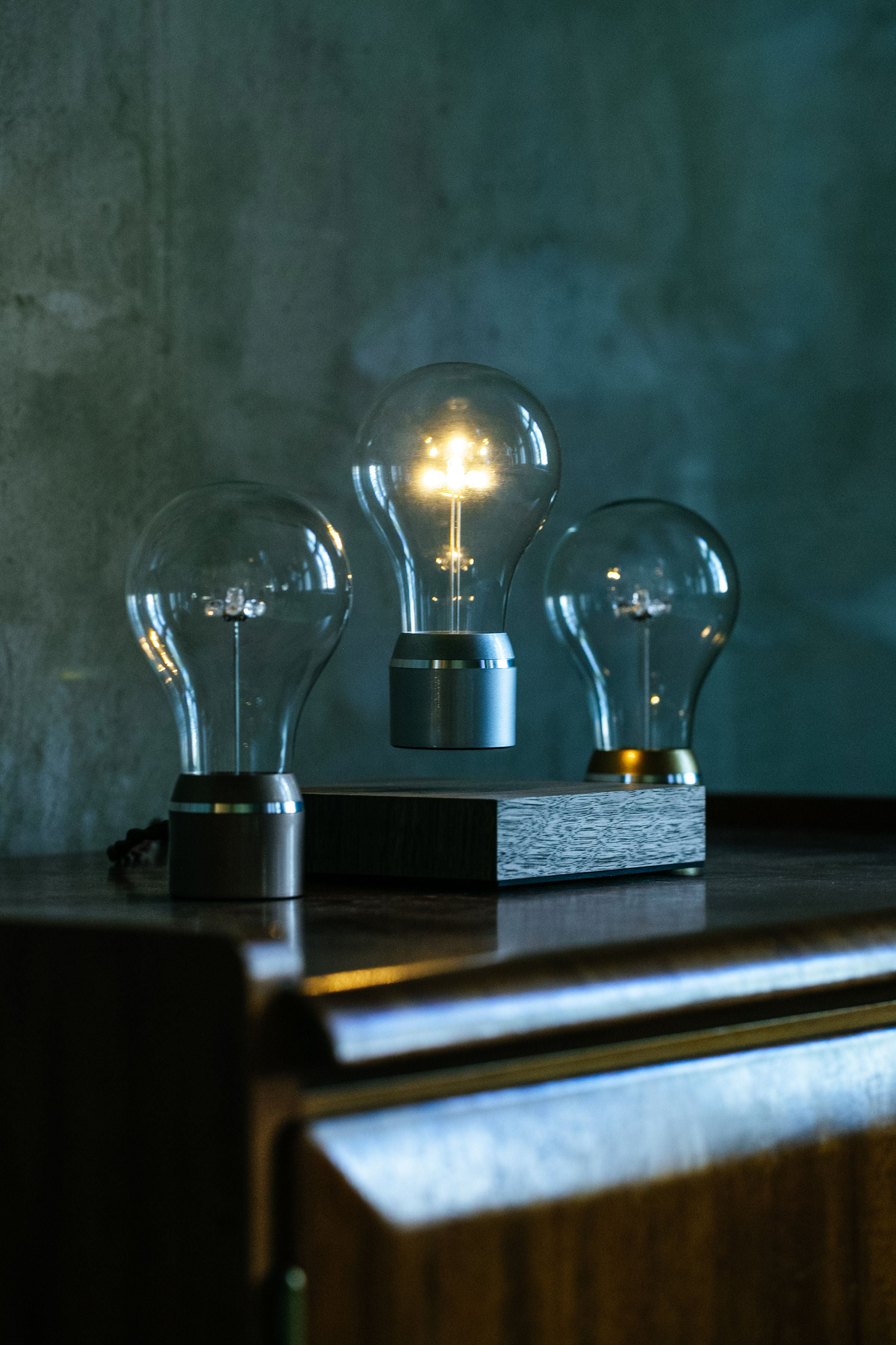 Flyte Manhattan levitating light bulb
