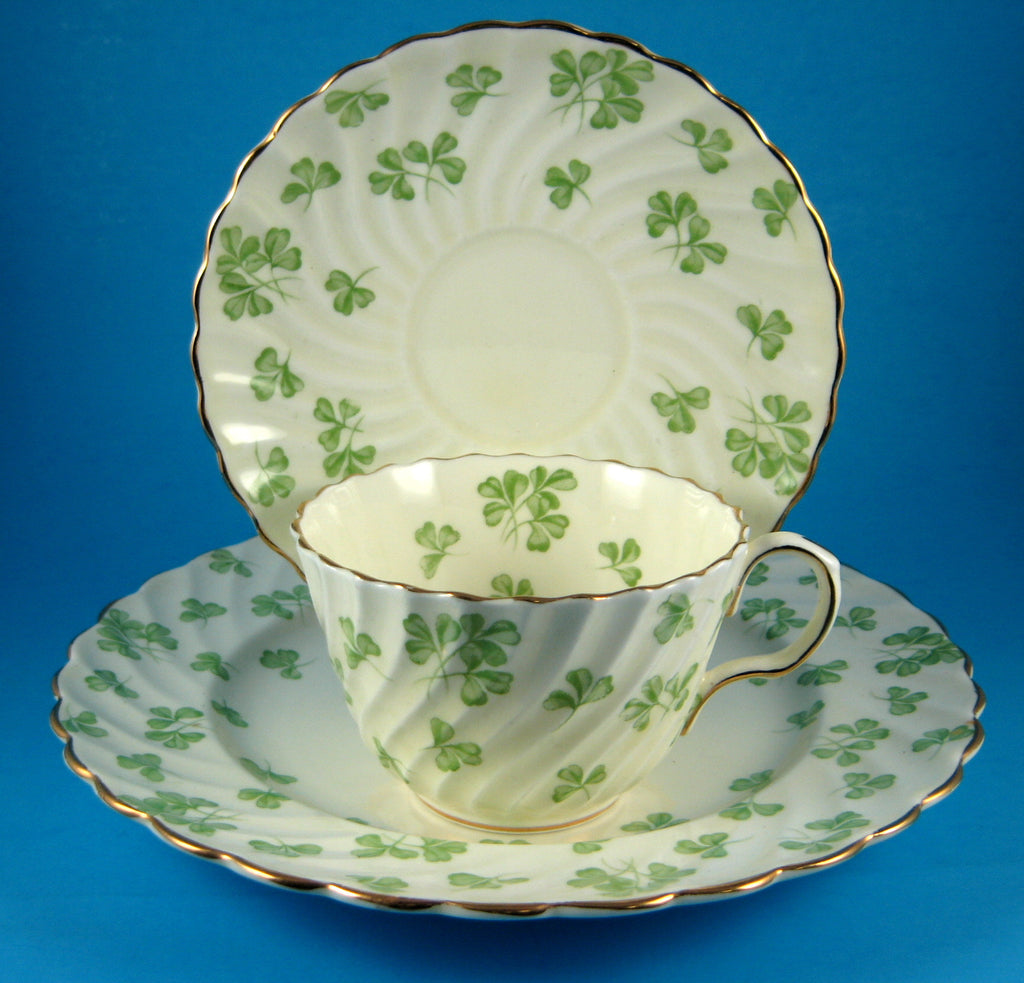 Shamrocks Cup And Saucer With Plate Aynsley England 1939-1959