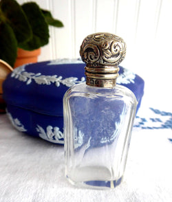 Edwardian Sterling Silver Lid Perfume Sal Volatile Bottle Hand Engraved 1902 Repousse