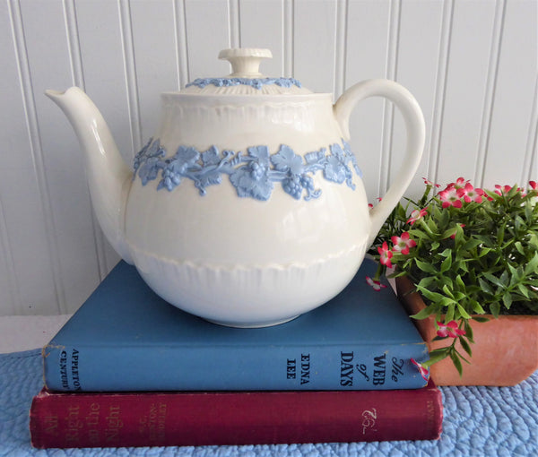 Wedgwood Teapot Embossed Queen's Ware Grapevines 1940s 6 Cups Blue on White
