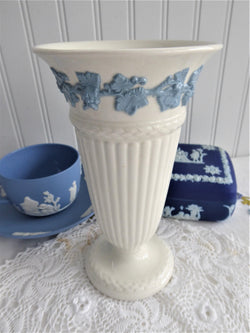 Wedgwood Queens Ware Vase Blue Grapevine On White Tall 6.5 Inches 1956