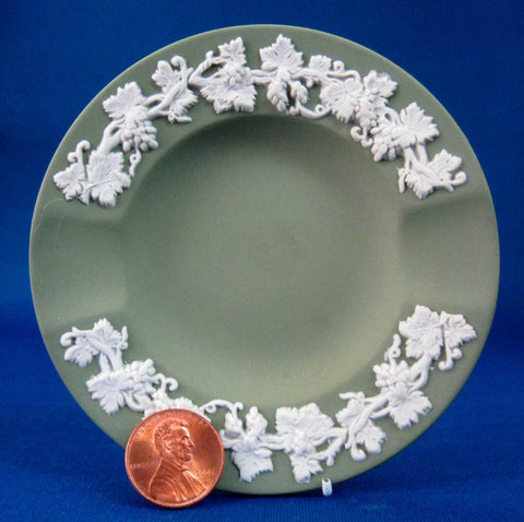 Wedgwood Green Jasperware England Ashtray Grapevine English Tobacciana 1960s