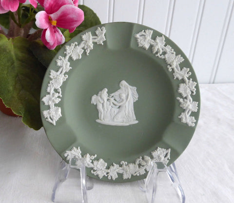 Wedgwood Green Jasperware England Ashtray Cupid Oracle Tobacciana 1962 Green And White