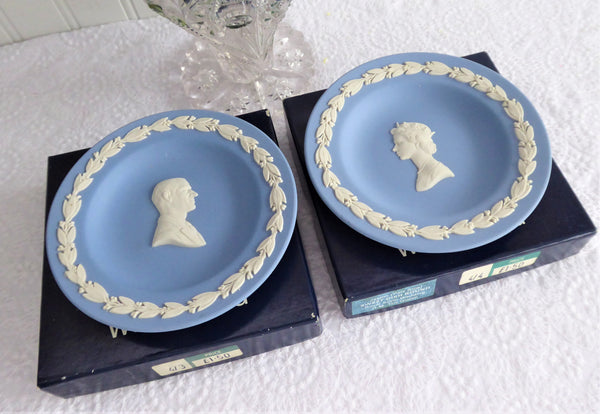 Queen Elizabeth II Silver Wedding Dish Pair 1972 Wedgwood Dark Blue Jasper Boxed