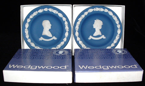 Wedgwood Dish Pair Queen Elizabeth II And Philip Jasper Silver Jubilee 1977 Dark Blue Boxed