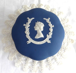 Queen Elizabeth II Wedgwood Jasperware Powder Box Silver Jubilee 1977 Dark Blue