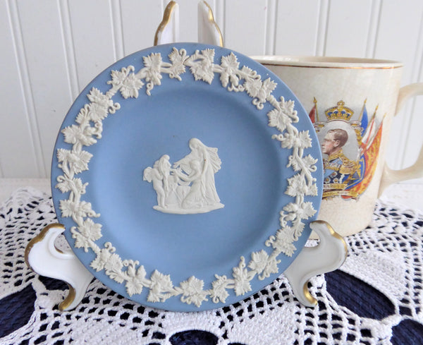 Wedgwood Blue Jasper Jasperware Dish Cupid As Oracle 1980 Small Plate Compotier