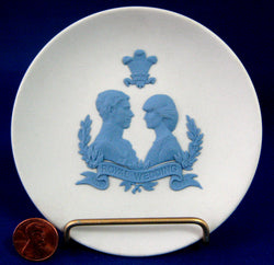 Royal Wedding 1981 Charles Diana Reverse Blue Jasperware Dish With Stand