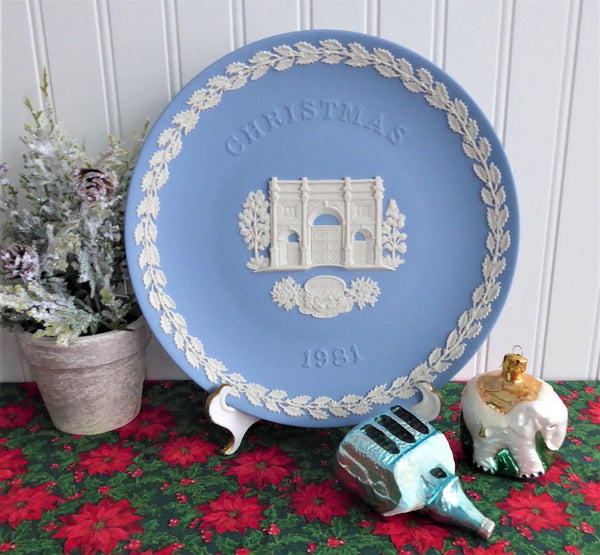 Wedgwood 1981 Christmas Plate Marble Arch London England Jasperware Blue And White