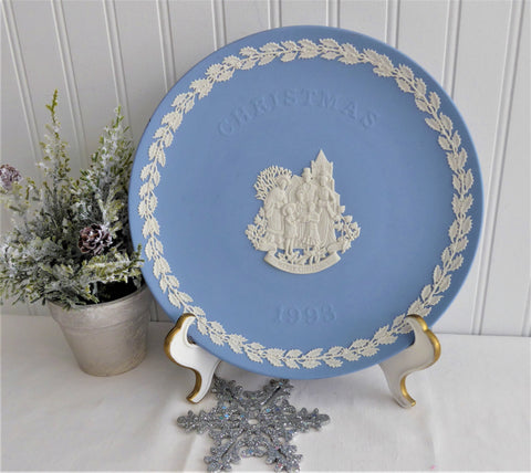 Victorian Carolers 1993 Wedgwood Christmas Plate Holiday Blue White Jasperware