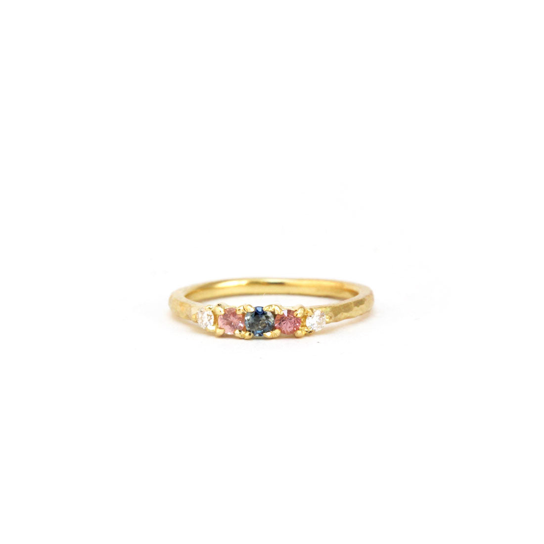 Sapphire engagement ring in yellow gold with pink sapphire