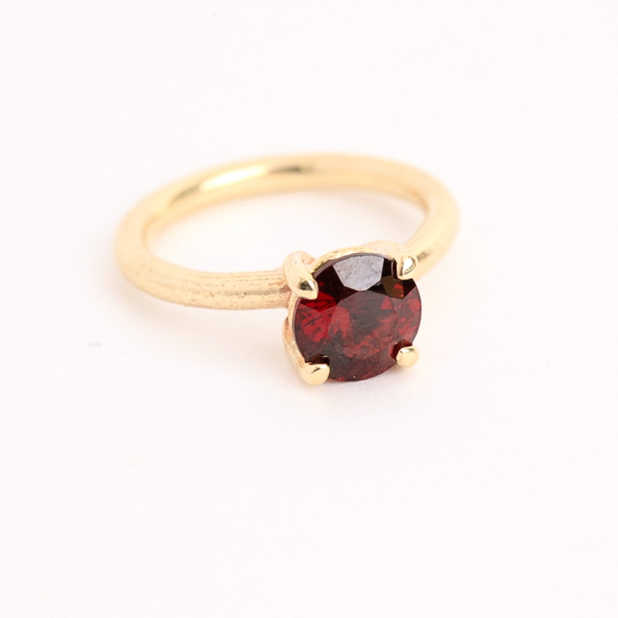 9ct yellow gold solitaire  ring with  garnet. Hand Made Jewellery, Made in Melbourne